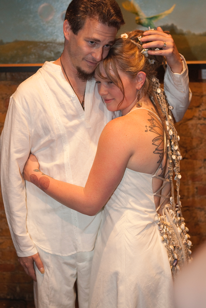Crystal Bowersox Wore An Organic Hemp And Cotton Wedding Gown From Vermont Designer Tara Lynn