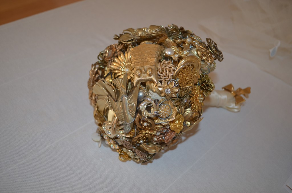 The Ritzy Rose Brooch Bouquet